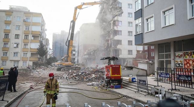 Kartalda riskli binaların yıkımı sürüyor