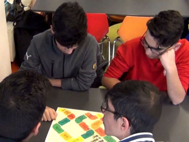 Erzincanda açılan kafede öğrenciler İngilizcelerini geliştiriyor