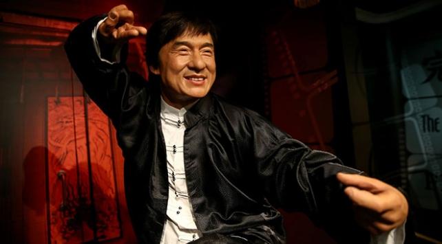 Ünlü aktör Jackie Chanin bal mumu figürü sergiye açıldı