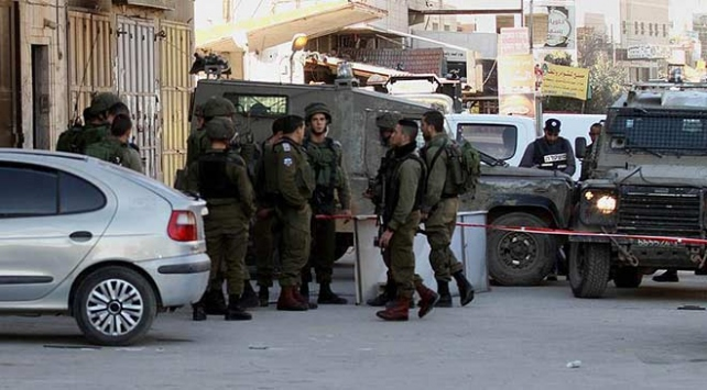 Yahudi yerleşimciler Filistinlilerin evlerine saldırdı