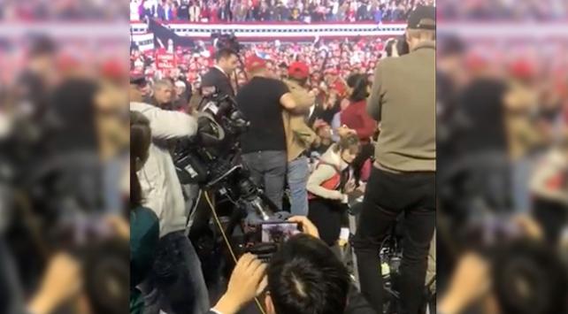 BBCnin kameramanı Trump mitinginde saldırıya uğradı
