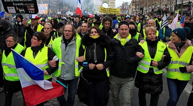 Fransada bin 796 sarı yelekliye hapis cezası
