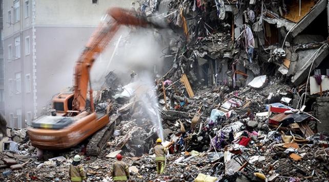 Kartalda riskli binaların yıkım çalışmalarına devam ediliyor