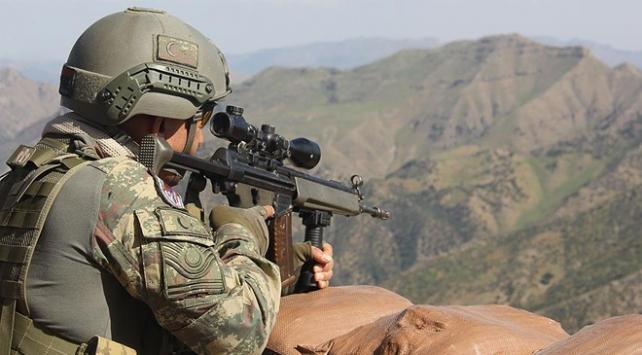 PKKlı teröristler yüklü miktarda mühimmatı bırakıp kaçtı