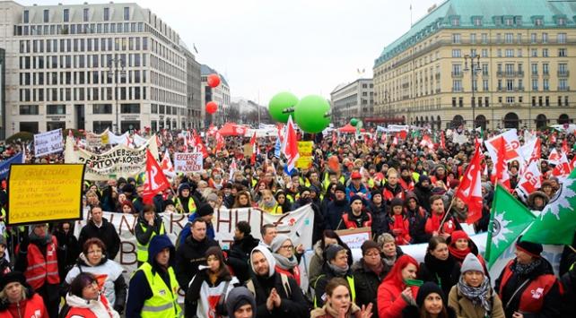 Almanyada kamu çalışanlarının uyarı grevi sürüyor