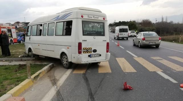 Denizli'de öğrenci servisi otomobille çarpıştı: 5 yaralı