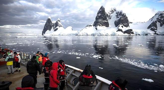 Bakan Varank, Antarktikaya Cumhurbaşkanının selamını iletti