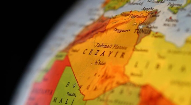 """Cezayir, Fransadan çöldeki """"nükleer atıklarını"""" toplamasını istedi"""