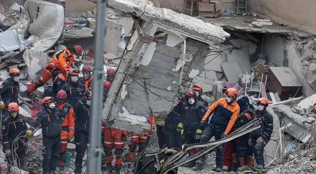 Kartalda çöken binayla ilgili 4 gözaltı