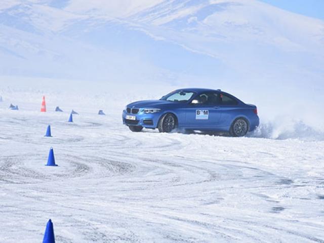 Buz üstünde drift eğitimi