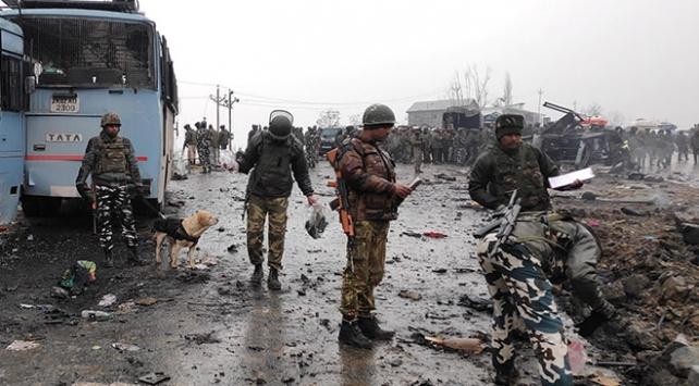 Cammu Keşmirde bombalı saldırı: 44 asker hayatını kaybetti