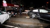 Kaza yapan araçlar 2 araca çarparak durabildi