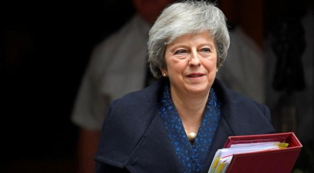 May parlamentodaki yenilgiye rağmen müzakere için uğraşıyor