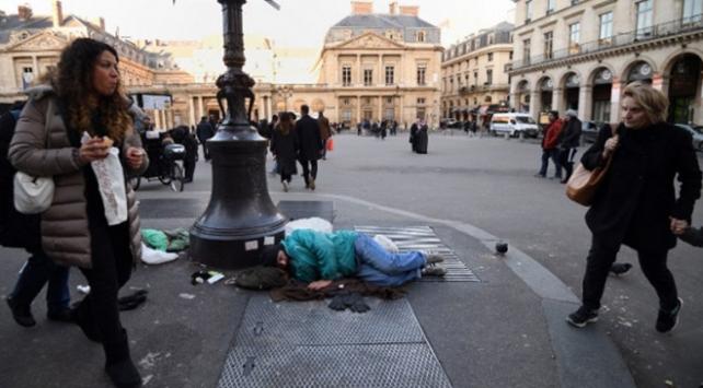 Pariste 3 bin 600den fazla kişi sokaklarda yaşıyor