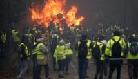 Fransız halkının yüzde 56'sı sarı yeleklilerin eylemlerinin bitmesini istiyor