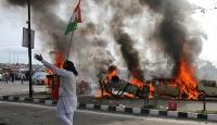 Keşmir'de 44 kişinin öldüğü bombalı saldırı protesto edildi