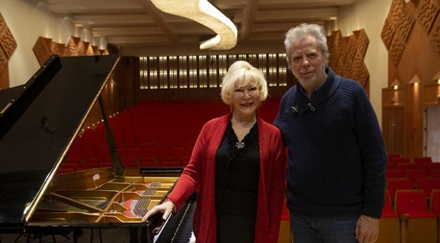 Piyanist Gülsin Onay Cumhurbaşkanlığı Senfoni Orkestrası sahnesinde