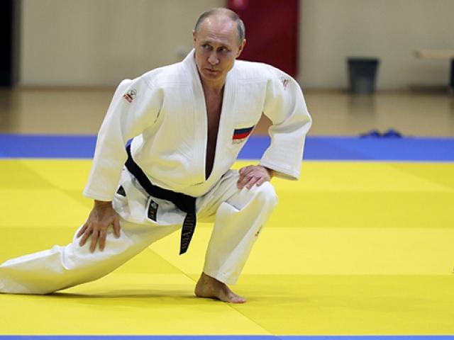 Putin Soçi zirvesinin ardından judo yaptı