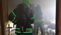 Yangında mahsur kalan 102 yaşındaki kadını itfaiye kurtardı
