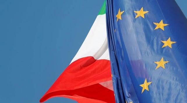 """İtalyada aşırı sağ partiden """"ABden çıkabiliriz"""" açıklaması"""