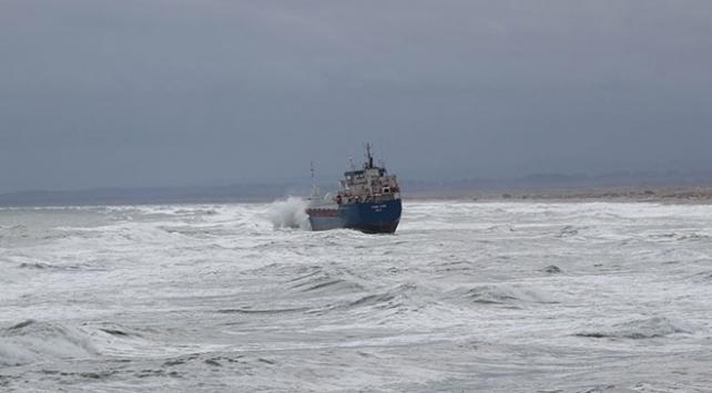 Kandırada gemi karaya oturdu