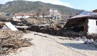 İzmir'de toprak kayması sonucu 10 ev boşaltıldı