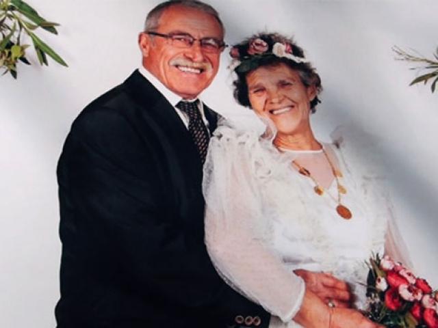 Yıllar sonra düğün fotoğrafı çektirdiler