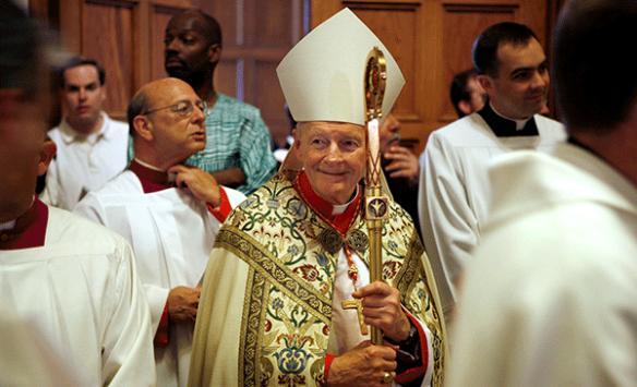 Tacizle suçlanan başpiskopos papazlıktan men edildi