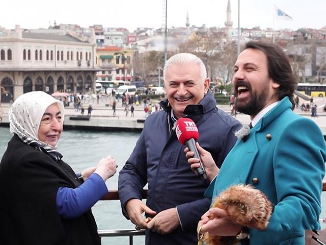 """TBMM Başkanı Yıldırım, eşiyle """"Vapur'da Çay Simit Sohbet""""e konuk oldu"""