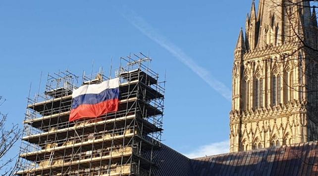 İngiltere ile Rusya arasında katedralde bayrak krizi