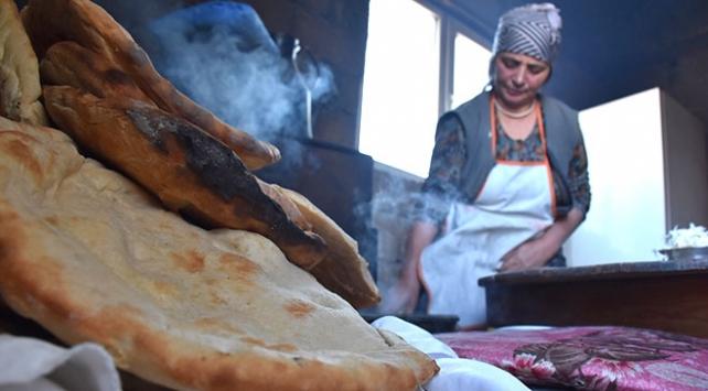 Anadolu sofraları tandır ekmeğiyle renkleniyor
