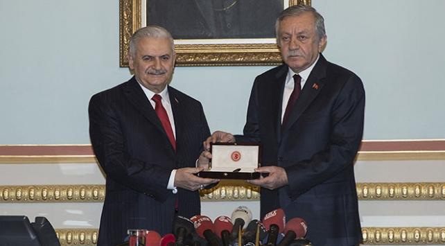 Binali Yıldırım, TBMM Başkanlığı görevini Celal Adana devretti