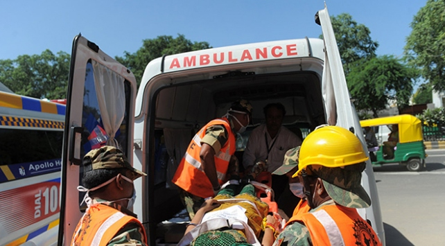 Hindistanda kamyon düğün konvoyuna daldı: 13 ölü