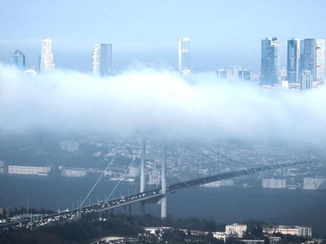 Eşsiz manzarasıyla sis altında İstanbul