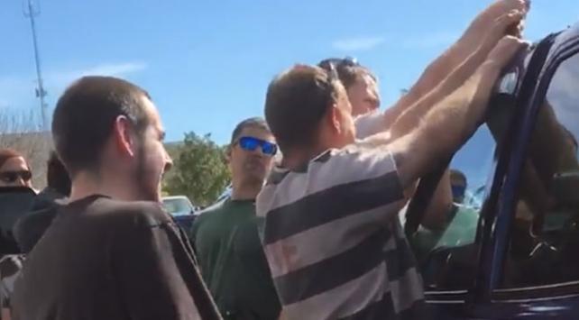 ABD polisi arabadaki bebeği kurtarmak için mahkumlardan yardım istedi