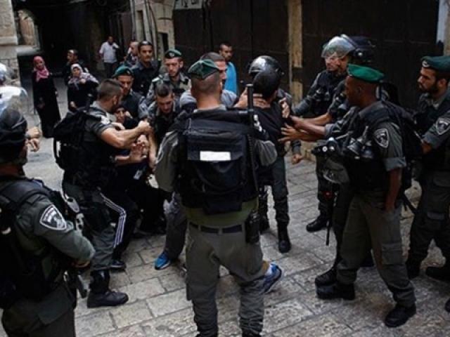 Mescid-i Aksa'da nöbet tutan cemaate saldırı