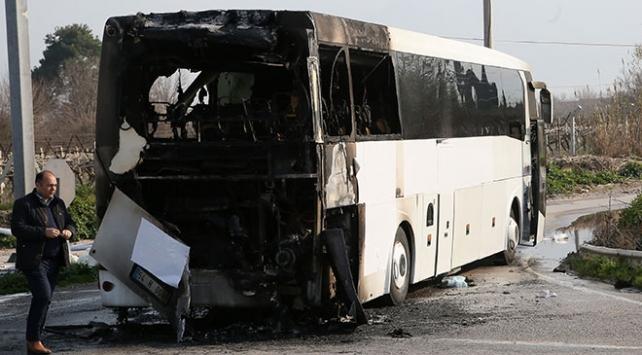 Hareket halindeki yolcu otobüsü alev aldı
