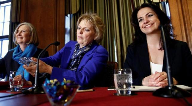 İngilteredeki Muhafazakar Partiden 3 milletvekili istifa etti