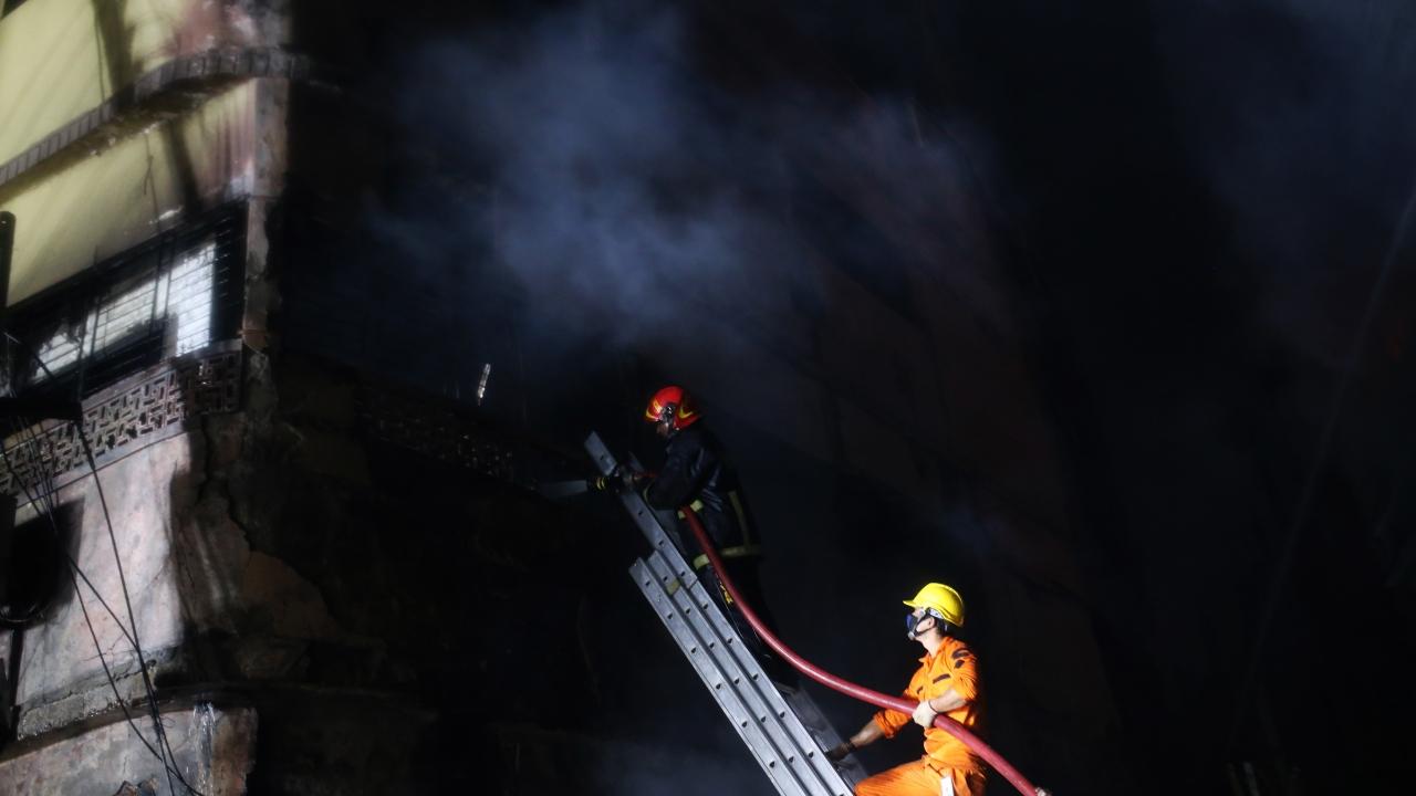 Bangladeşte yangın: En az 70 ölü