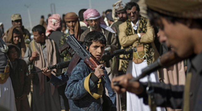 Yemende 2 bin 700 çocuk silah altına alındı