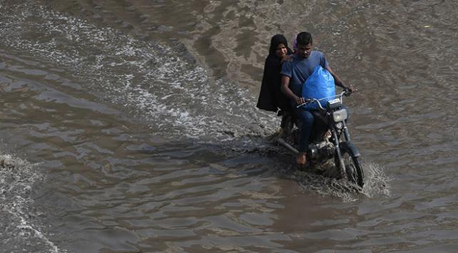 Pakistanda şiddetli yağış: 26 ölü