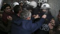 Yunanistan'da göstericiler Maliye Bakanlığını bastı