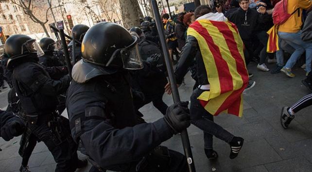 Katalonyadaki genel grev çatışmaya dönüştü