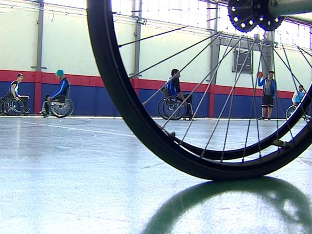 Genç basketbolcular azimleriyle engellilere örnek oluyor