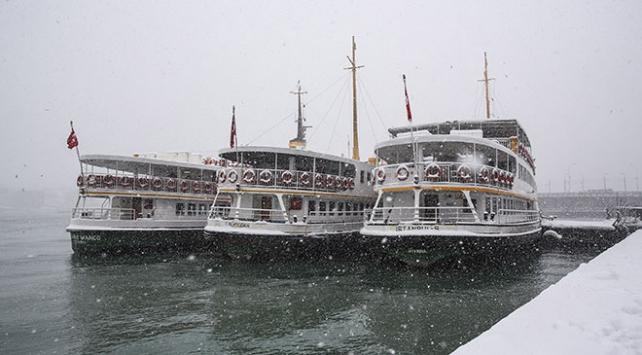 Meteoroloji İstanbul için saat verdi: 15.00'ten sonra kar geliyor