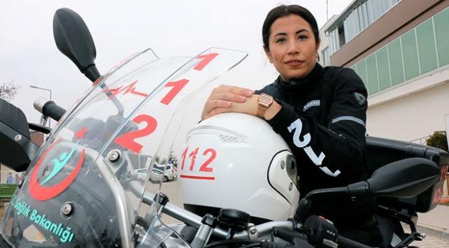 Kadın sağlıkçı motosikletli ambulansıyla hayat kurtarıyor