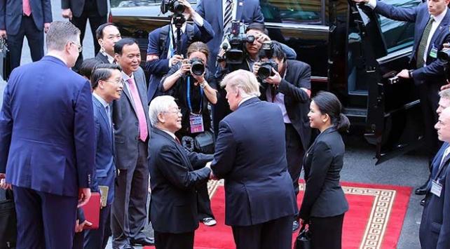 ABD Başkanı Trump, Vietnam Devlet Başkanı Nguyen ile görüştü