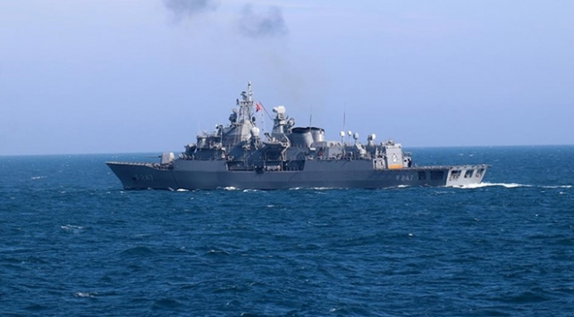 Türk savaş gemilerinden hava savunma atışı