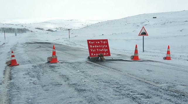 Ardahan-Şavşat karayolu kar ve tipiden ulaşıma kapandı