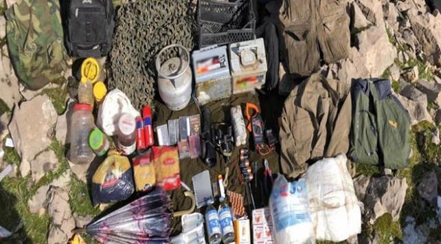 Şırnakta teröristlere darbe: 4 sığınak imha edildi
